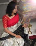Pochampally Ikkath Black and white diamond design woven Silk saree -1
